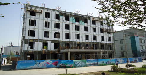 老办公楼外墙改造 搭钢结构的龙骨