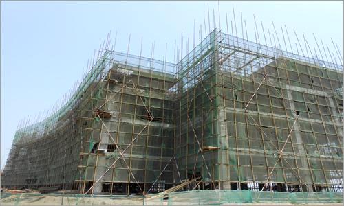 厂前区质检办公楼三段4层6-12轴柱钢筋合模,梁板模板安装,一层拆除